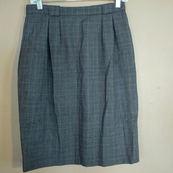 Liz Claiborne Dresses & Skirts - Liz Claiborne 10P Plaid Wool Pencil Skirt